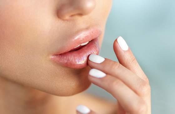 как убрать отек на губах после укола