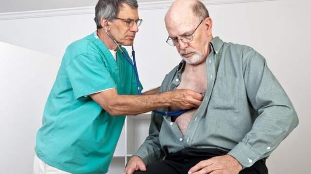 при кардиогенном отеке легких врачу не обязательно