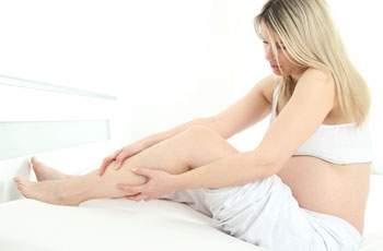 с чем связаны отеки ног у беременных
