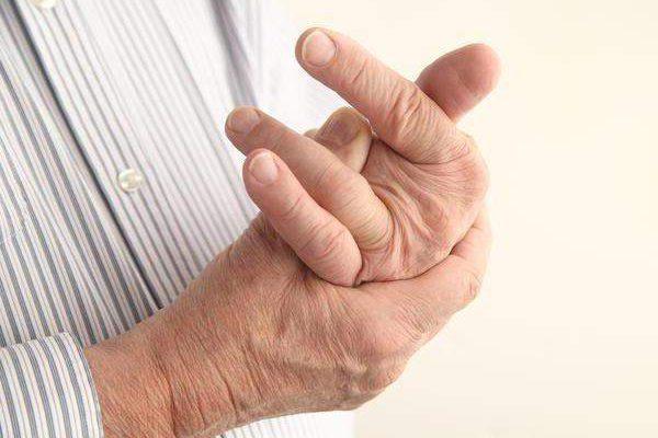 Что делать в домашних условиях при вывихе пальца на руке?
