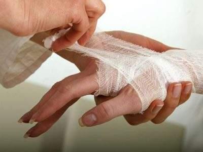 Как быстро избавиться от ушиба на пальце?