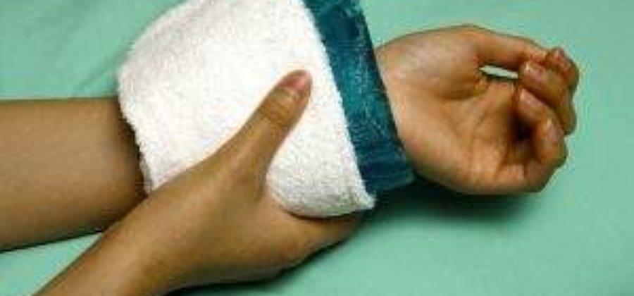 Как снять отек с кисти руки после травмы?
