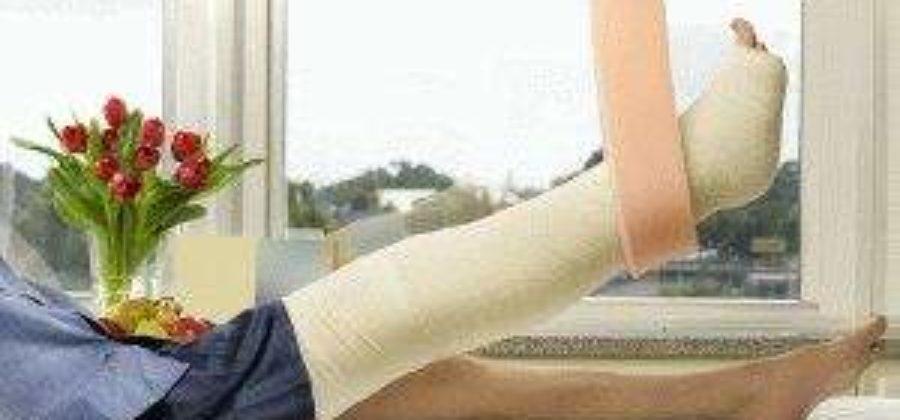 Какая мазь снимает отек после снятия гипса с коленного сустава?