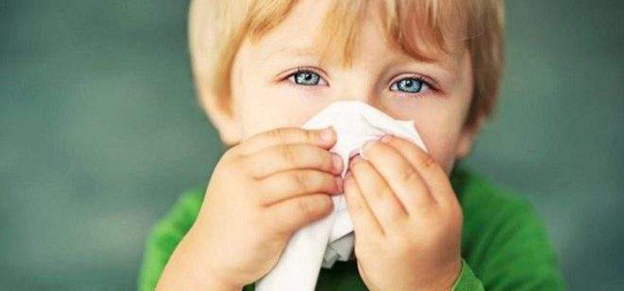 Шишка за ухом у ребенка от ушиба